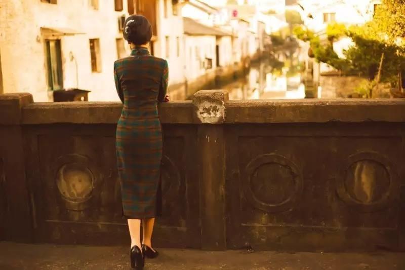 旗袍的坐姿、站姿、走姿!-旗袍论坛